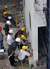 Uji gempa b-panel PUSKIM untuk gedung b-panel anti, tahan gempa dan ramah lingkungan